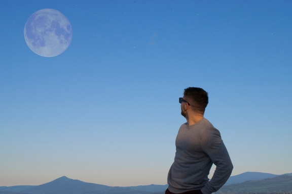 Kyle sees moon